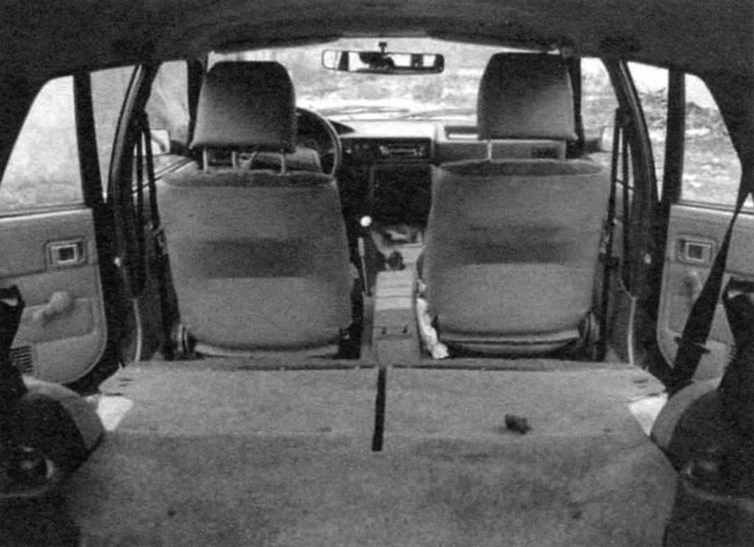 Багажное отделение автомобиля ИЖ-21261