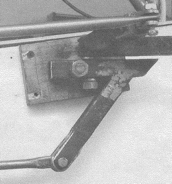 На корпусе расположена ручка управления аэросанями и тяги к рулям (на фото справа — карданный узел управления)