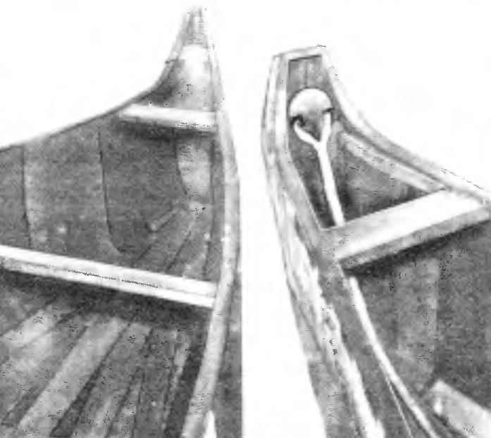 The bow and stern of the canoe almost identical.