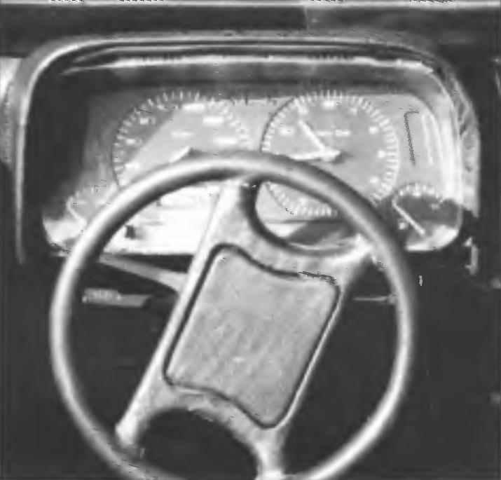 Приборная панель и руль мини джипа