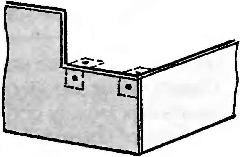 Рис. 3. Крепление уголков под шиферную верхнюю панель первой ступеньки