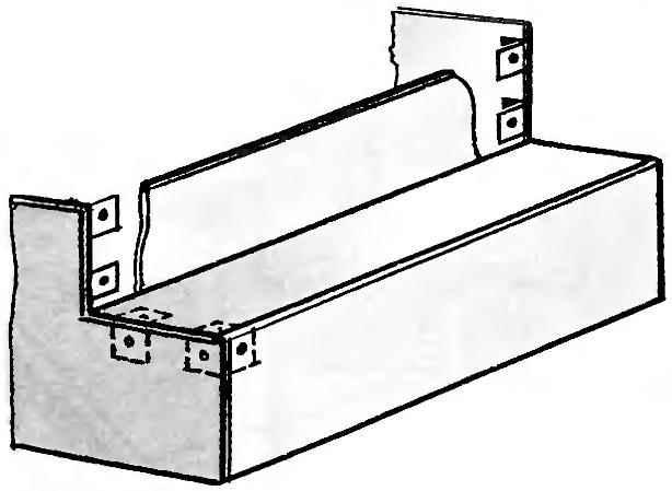 Рис. 4. Обрамление первой ступеньки и уголки под установку вертикальной шиферной панели второй ступеньки