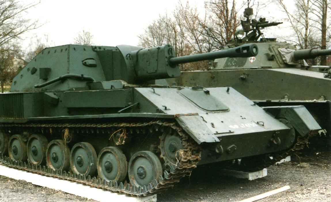 Самоходная установка СУ-76М в танковом музее в Варшаве