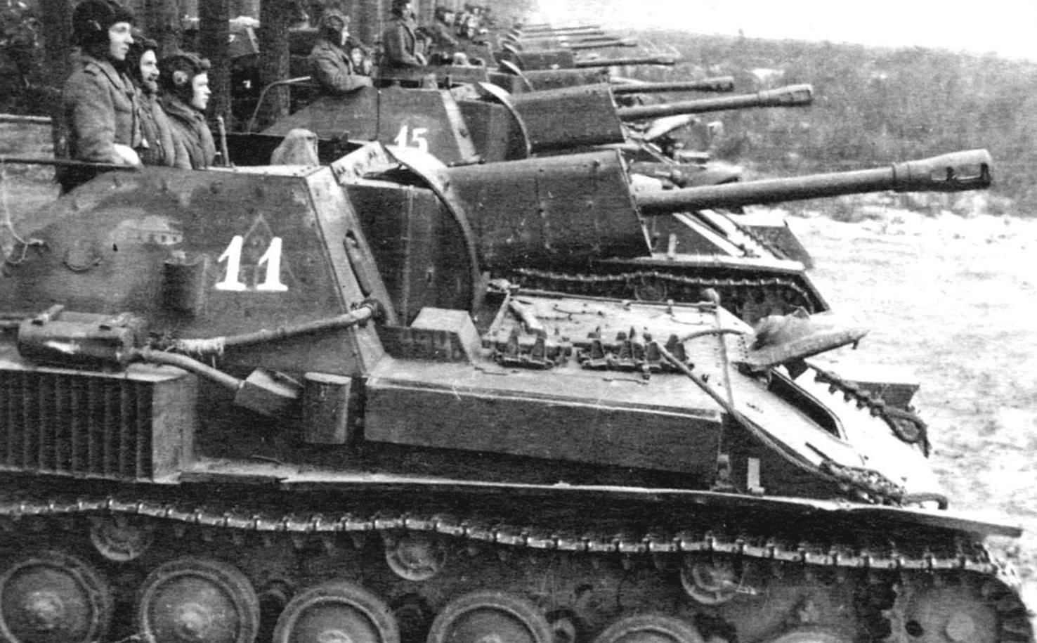 Подразделение СУ-76М перед боем, 1944 год