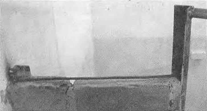 Монтаж стяжки между рамной и пристенной стойкой в растворном шве