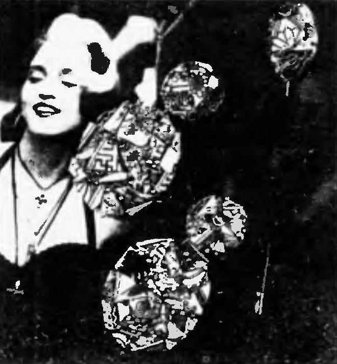 Из мелких осколков цветного или узорчатого фарфора или фаянса получаются изящные и оригинальные женские украшении: клипсы, кулоны, броши
