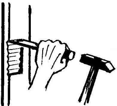 Рис. 10. Подготовка ложа петли на дверной коробке