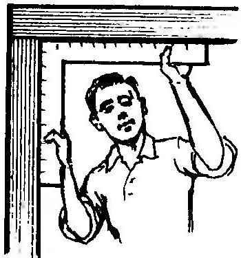 Рис. 5. Замер угла перекоса коробки с помощью картонного шаблона