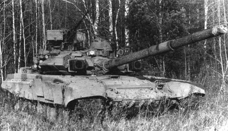 Опытно-показательные учения Московского военного округа, 29 июня 1993 гола. Танк Т-90 на позиции
