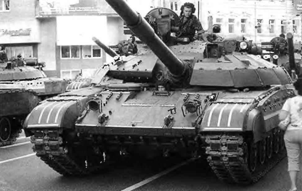 Танк Т-64Б 36-й отдельной бригады береговой охраны. Феодосия, 2000 г.