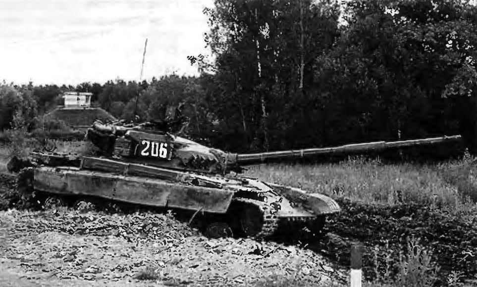 Танк Т-64 на испытаниях по пересечённой местности. Центральная Россия