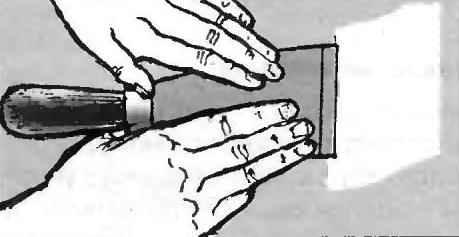Рис. 1. Старая краска смывается и счищается до штукатурки