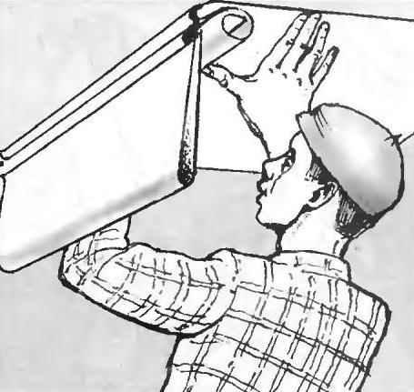 Рис. 9. Полотно с клеем собирается «Гармошкой» со свисающим концом и на стержне переносится к месту приклейки