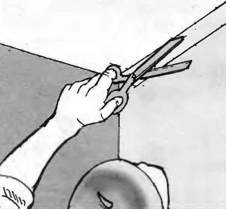 Рис. 13. В углах для перехода на стену оставляется напуск окончания полотна