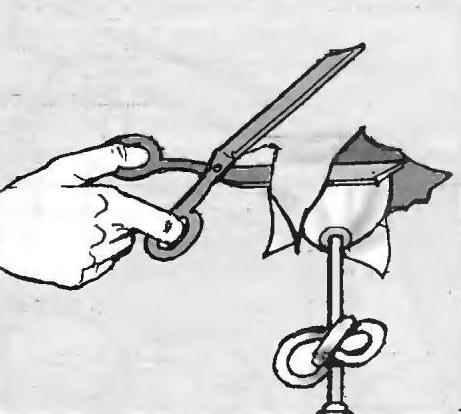 Рис. 14. На подступах к люстре в полотне подготавливается (по месту) отверстие под её подвеску