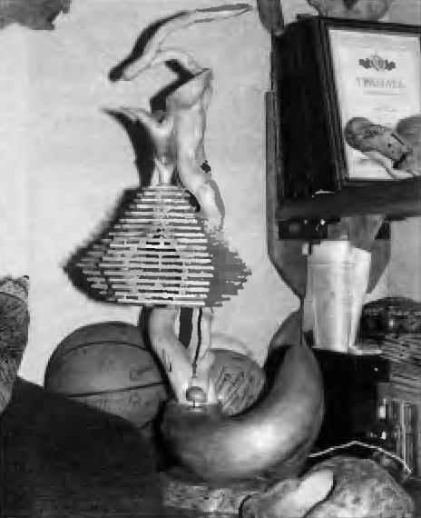 Немного фантазии в работе с берёзой - из рук мастера вышла оригинальная настольная лампа