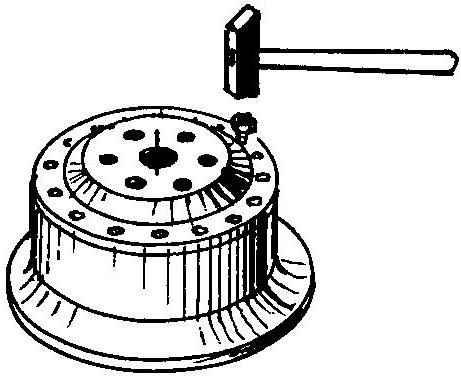 Выбиванне болтов из отверстий в диске колеса