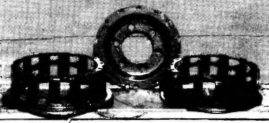 Колесо для пневматика в разобранном виде. Этот вариант более расточительный, чем описанный в тексте. Для его изготовления потребуется уже не два, а три колеса от автомобили ГАЗ-66