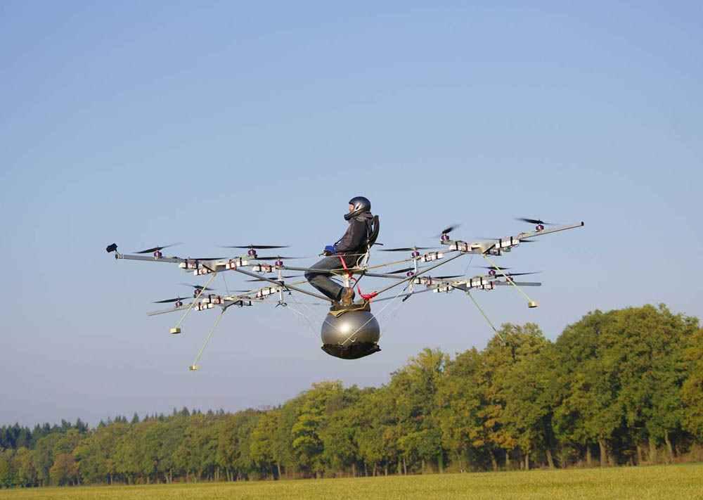 В случае значительных неприятностей аппарат вместе с пилотом приземлится на парашюте, который раскроется над всей конструкцией (что было бы невозможно в присутствии вертолетного ротора)