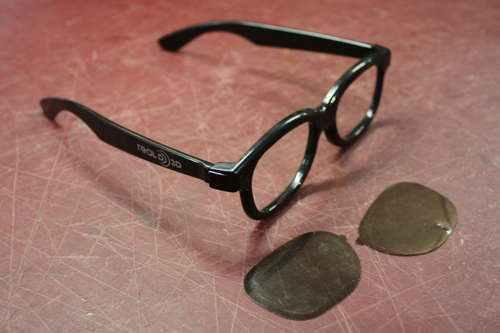 Для создания очков я использовал одноразовые 3д-очки из кинотеатра
