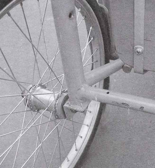 Заднее колесо с доработанной втулкой и его крепление к раме