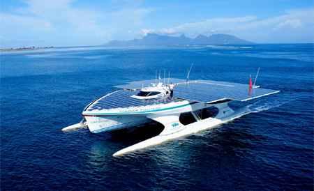 PlanetSolar boat takes solar energy