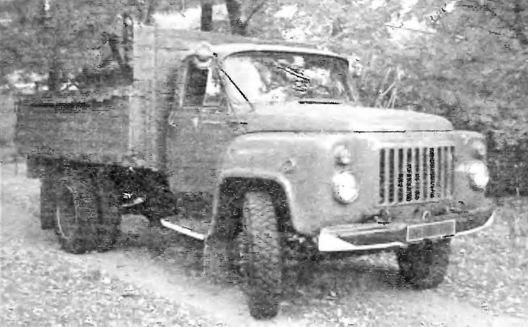 ГАЗ-52-04 с новой облицовкой передней части кабин