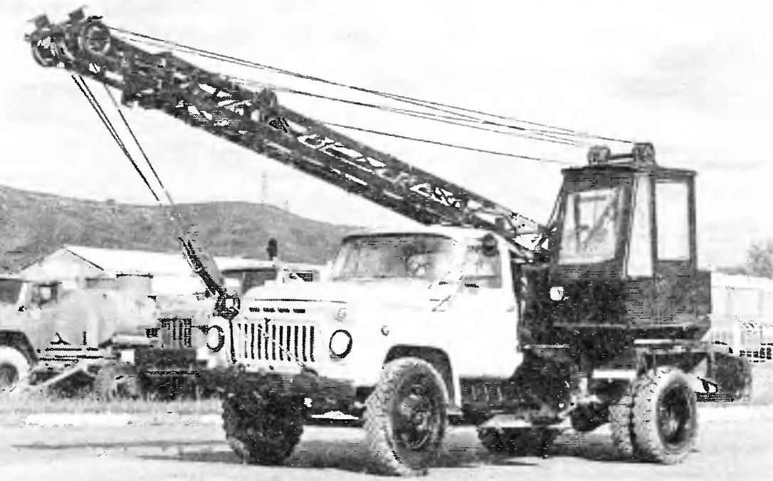 Автокран на базе грузового автомобиля ГАЗ-5ЗА