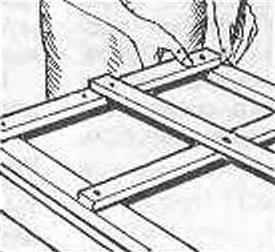 Рис. 4. Предварительная примерка и разметка соединений брусков рамы