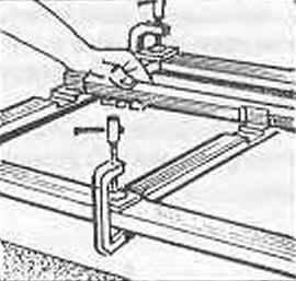 Рис.8. Поджатие шиповых соединений с помощью струбцин