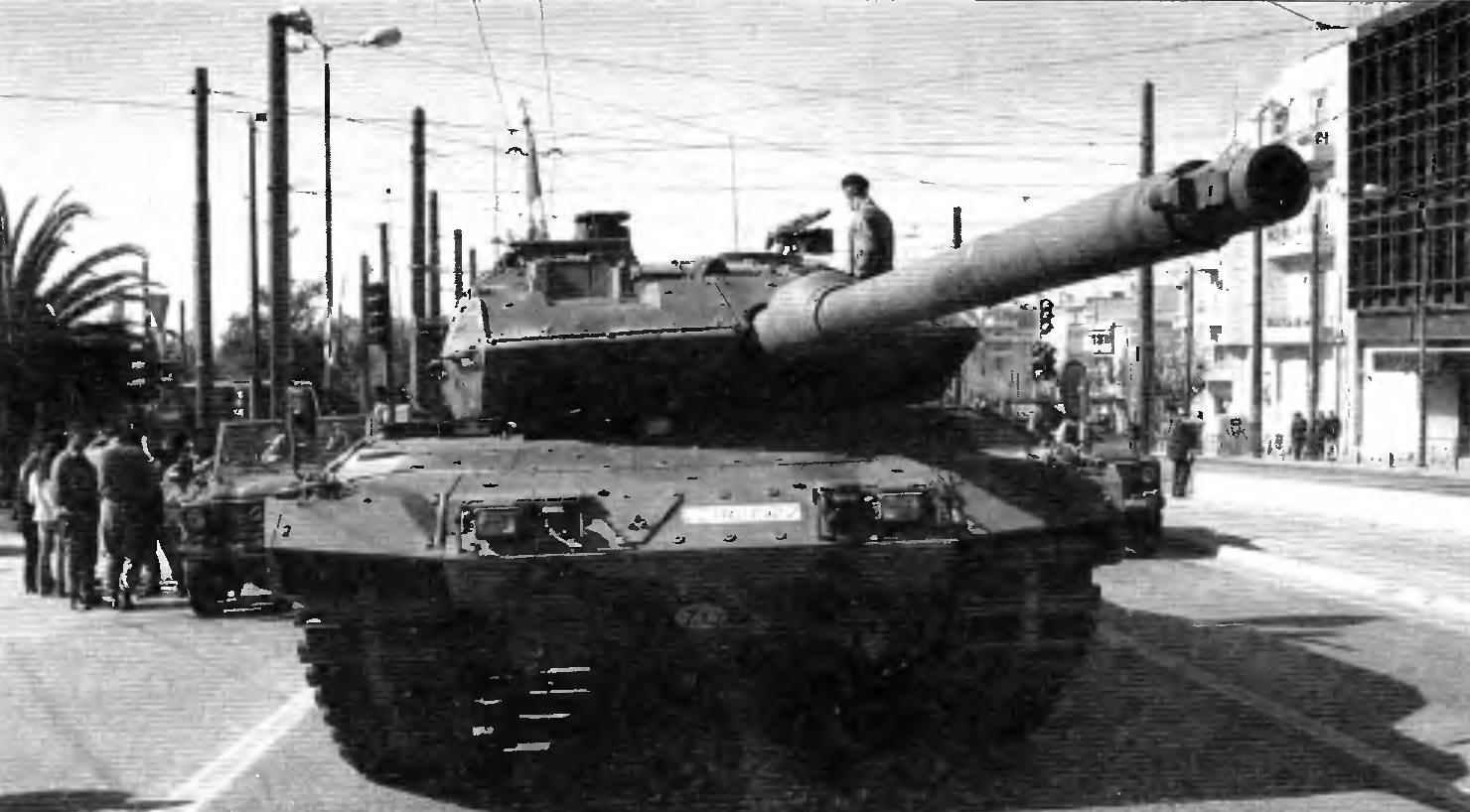 Танк «Леопард» 2HEL (Leopard 2А6) на параде в Афинах в 2008 году