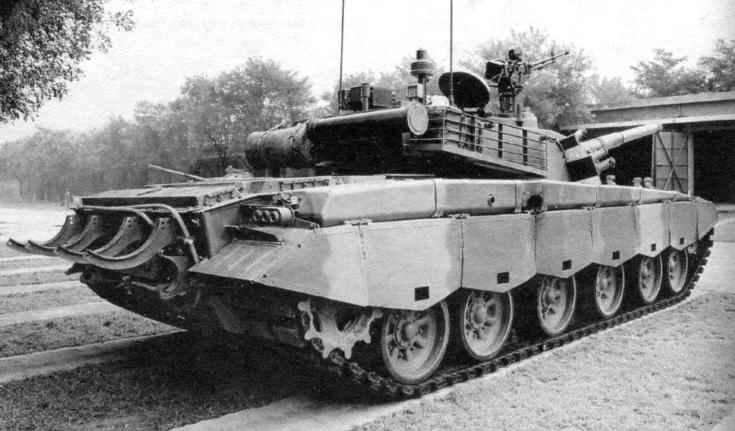 Китайский основной боевой танк «Тип 98» при виде сзади