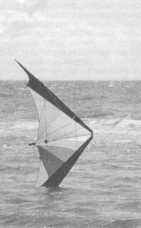 Красивейшее упражнение по пилотированию змея на берегу водоема, в процессе выполнения которого кончик крыла бороздит поверхность воды