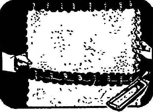 Резка арматуры блока ножовкой