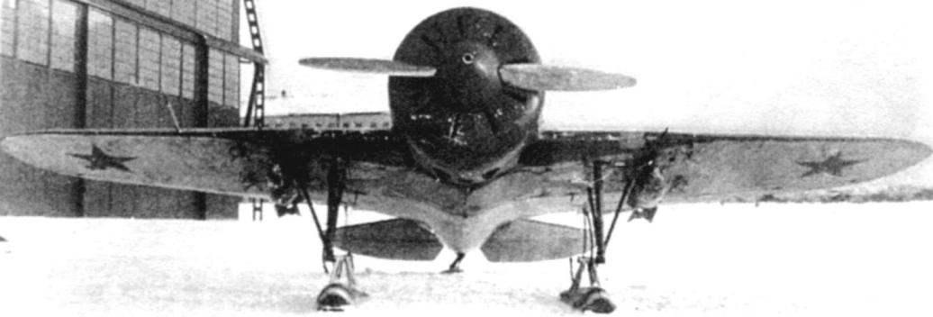 И-16 тип 5 с бомбовым вооружением на аэродроме НИИ ВВС
