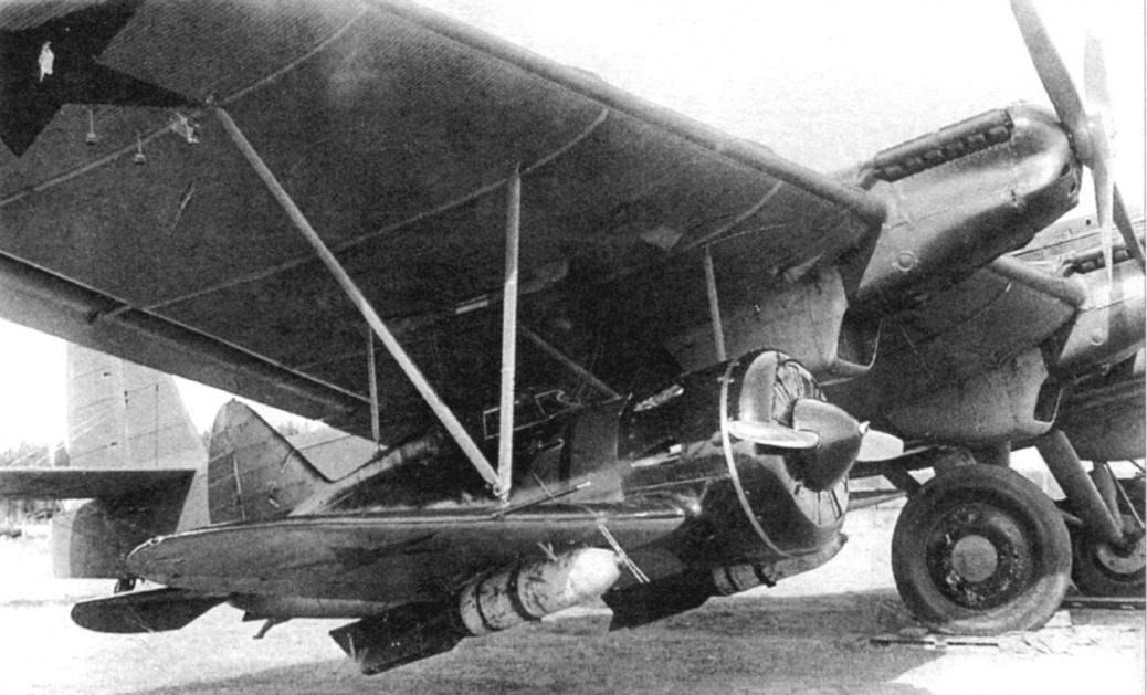 И-16 под крылом ТБ-3 СПБ