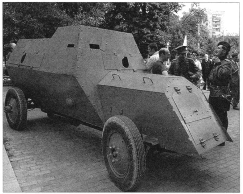 Бронеавтомобиль на шасси грузового автомобиля выпуска РБВЗ с бронекорпусоч Ижорского завода