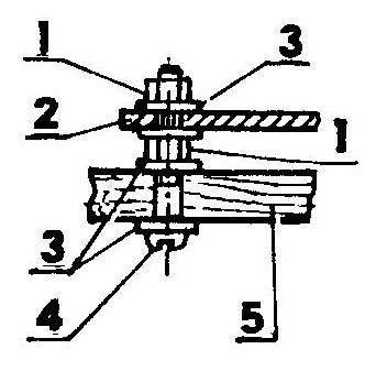 Крепление качалки: 1— гайки М3; 2— качалка; 3— шайбы; 4— болт М3; 5— крыло