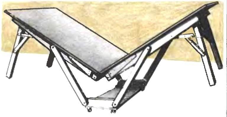 Начальный момент складывания стола
