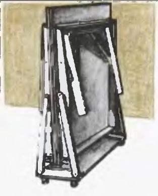 Стол в сложенном виде на собственной тележке