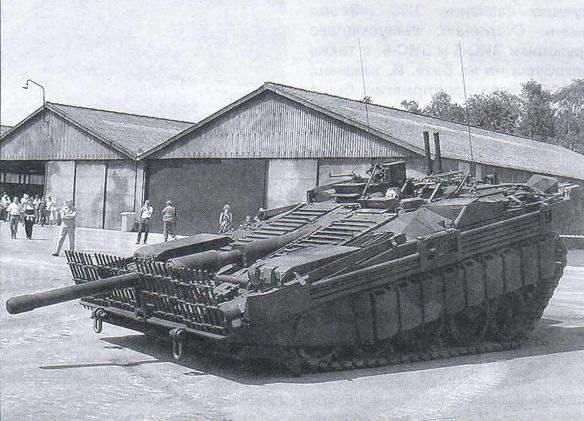 Гидропневматическая регулируемая подвеска Strv-103А позволяет наводить пушку на цель наклоном корпуса