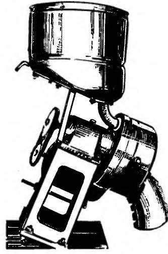 Вариант мельницы-зернодробилки с клиноременной передачей