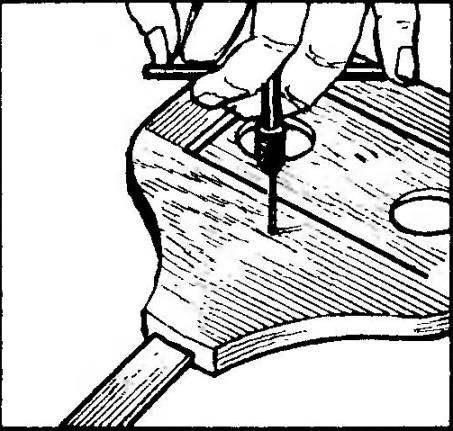 Заготовка отверстий для крепления конца линейки в ручке кондуктора