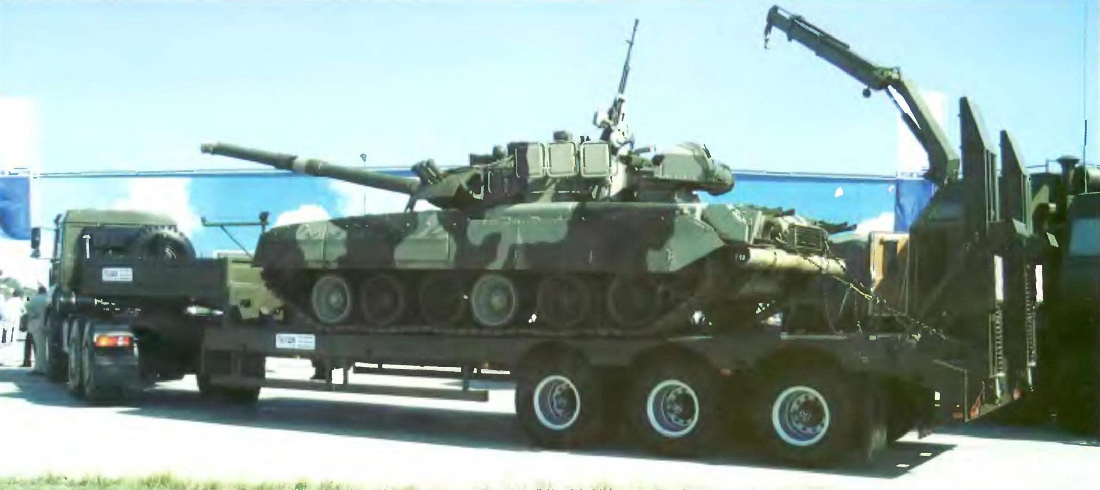 Транспортировка танка Т-80 тягачом КрАЗ на колёсном полуприцепе