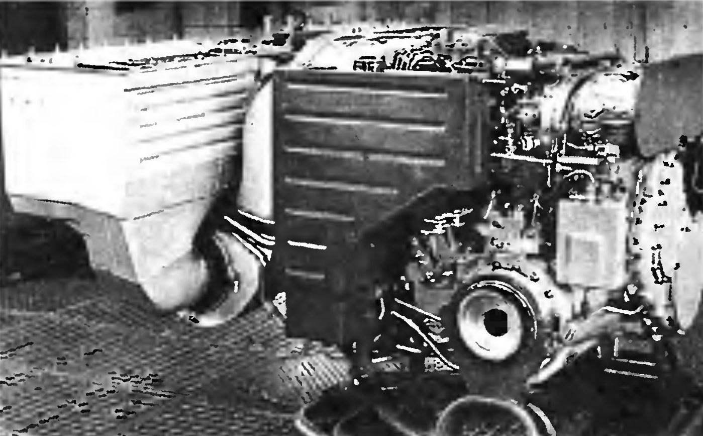 Газотурбинный двигатель ГТД-1000 с обслуживающими системами