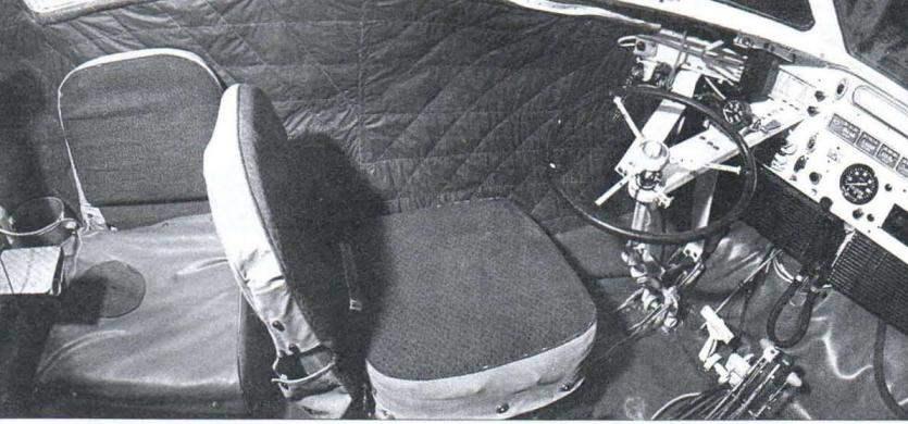 Часть кабины снегохода (место водителя и пассажира)