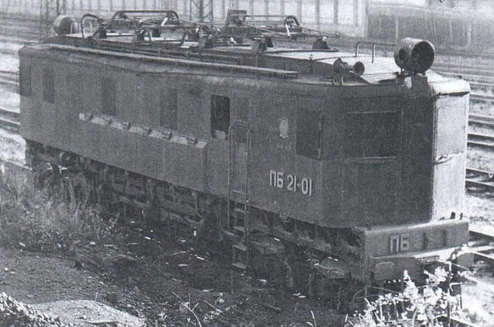 Электровоз ПБ21-01 в Москве перед заводским ремонтом. 1961 г.