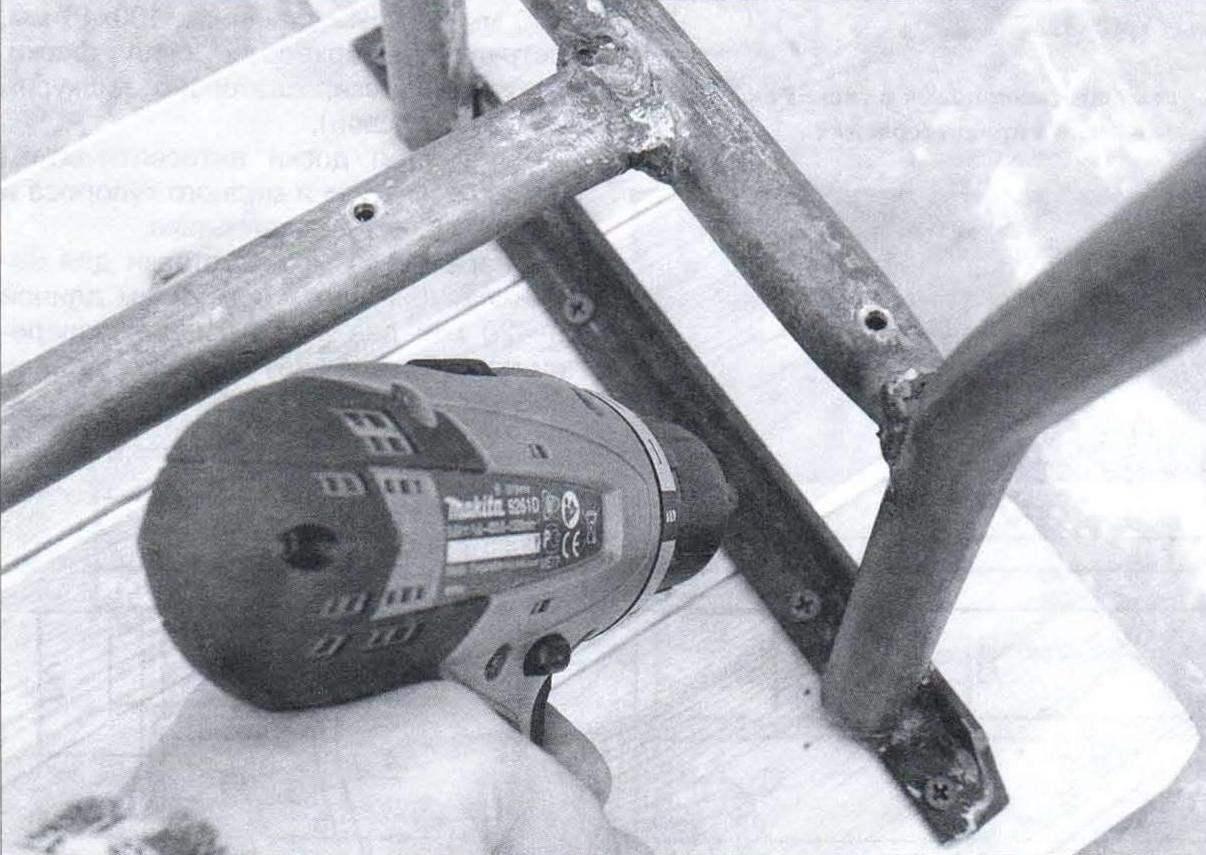 Крепление досок сиденья к царгам каркаса
