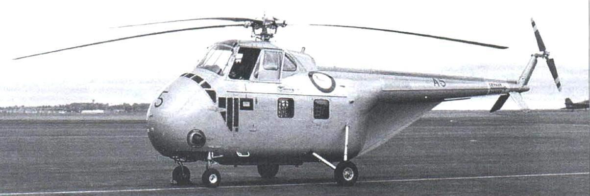 Первые серийные вертолёты S-55 отличались стабилизатором виде перевернутой буквы V. На фото - австралийский S-55