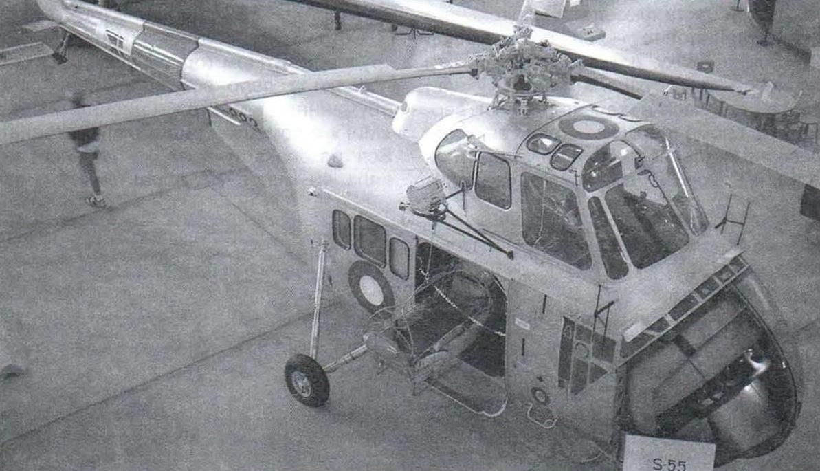 Вертолёт Сикорского S-55 имел необычную компоновку -его двигатель расположили спереди, освободив место для грузовой кабины под редуктором. На фото - британская модификация вертолёта WS-55 «Уирлуинд»